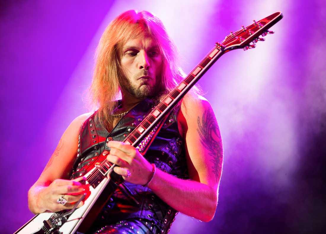 Richie Faulkner, gitarrist i Judas Priest, säger till Nöjesbladet att Tipton inte lämnar bandet utan tvingas ändra sin roll under den kommande turnén.