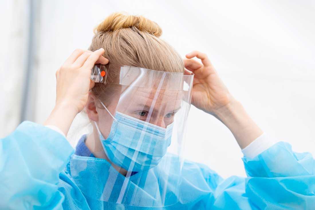 Två visir går åt per covid-19 patient och vårddygn inom omsorgen. Arkivbild.