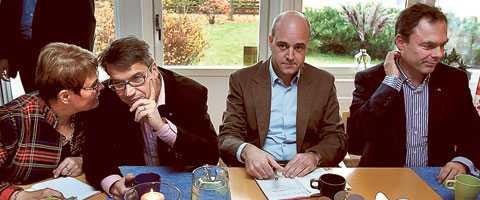 håller öppet för sd  Maud Olofsson, Göran Hägglund, Fredrik Reinfeldt och Jan Björklund ger oklara besked om huruvida Sverigedemokraterna ska ingå i ett regeringsunderlag eller ej.