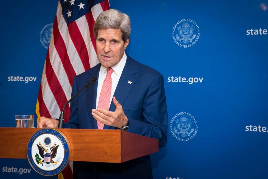 USA:s utrikesminister John Kerry presenterar den nya överenskommelsen om en 72 timmar lång vapenvila mellan Hamas och Israel.