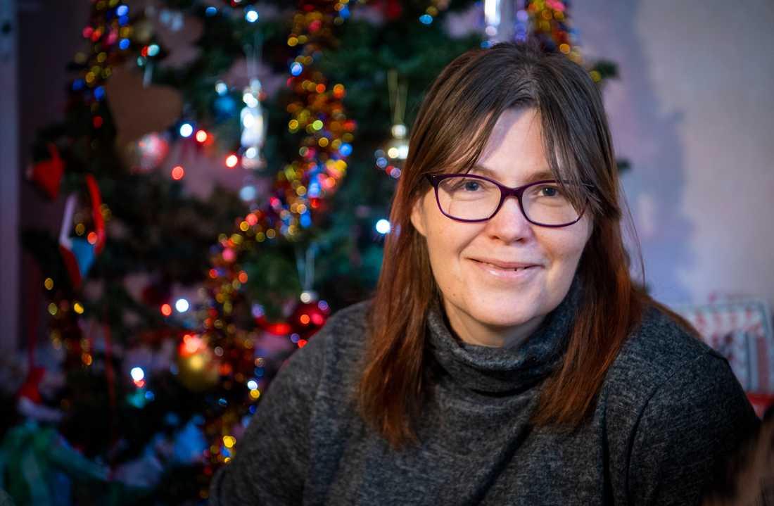Carin Nilsson, 44, är arbetslös och lever på existensminimum. Nu får hon och barnen 10000 kronor ur Aftonbladets fond för behövande.