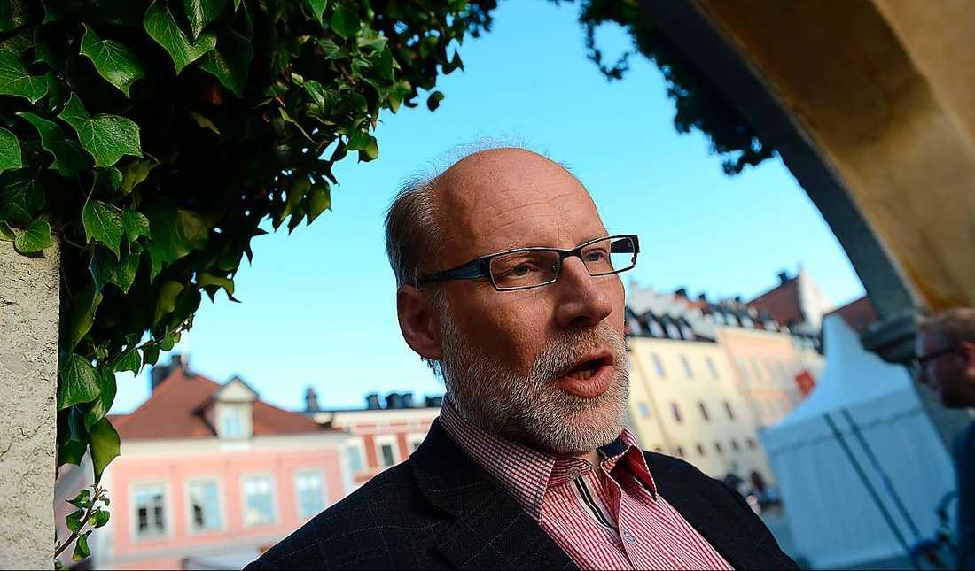 Bostadsminister Stefan Attefall säger att bolånetaket kan komma justeras.