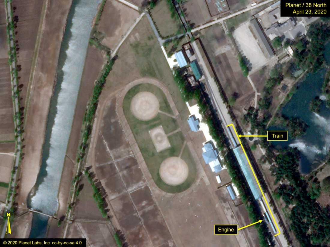 Satellitbild som uppges visa Kim Jong-Uns 250 meter långa tåg i Wonsan. Bilden är tagen förra veckan, den 23 april.