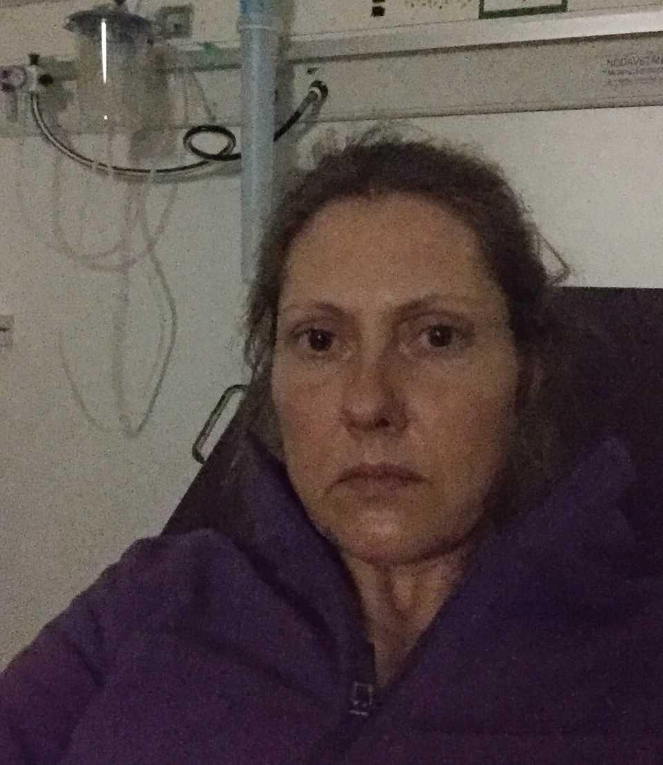 Therese Lindström, 44, har varit diagnosticerad med covid-19 i tio veckor.