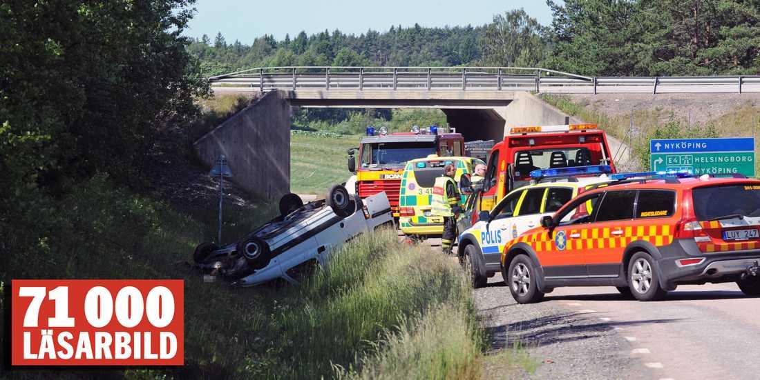 Tystberga En man i en personbil väjer för ett rådjur på E4:an vid trafikplats Tystberga.