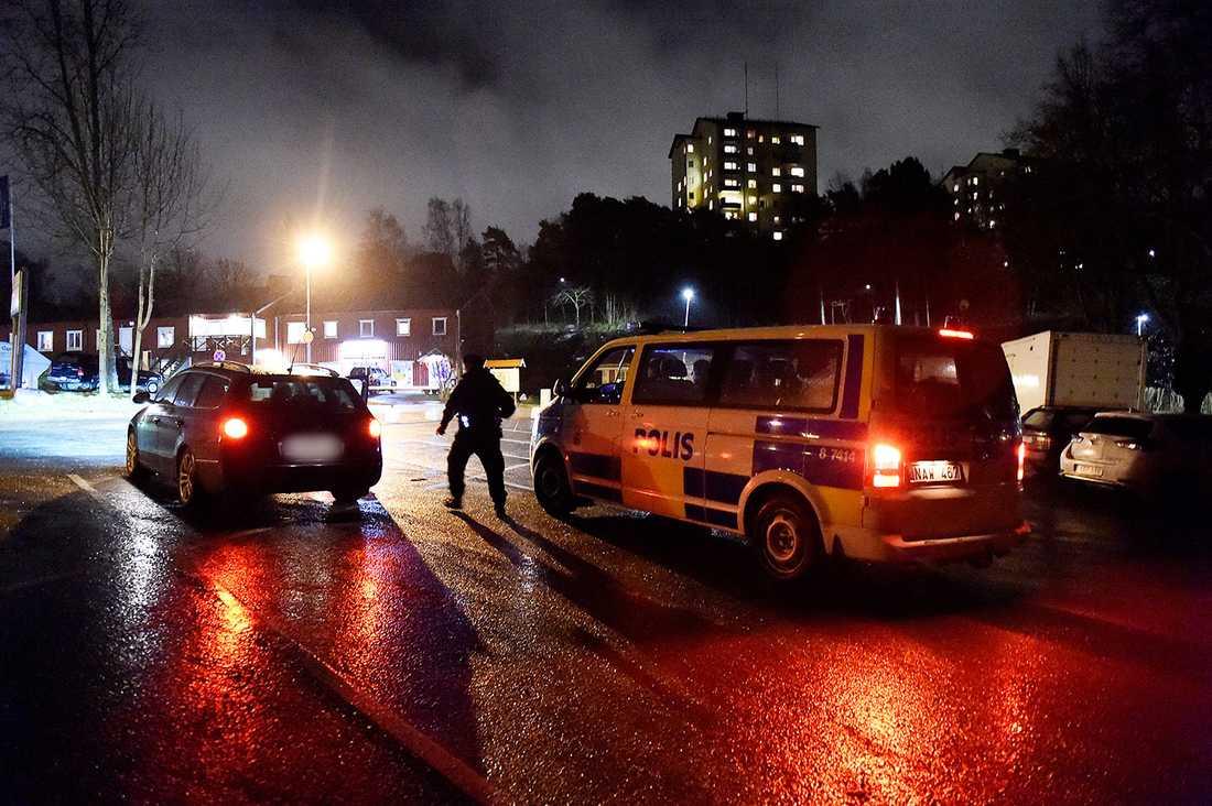 14 greps misstänkta för att ha planerat en attack mot ett asylboende.