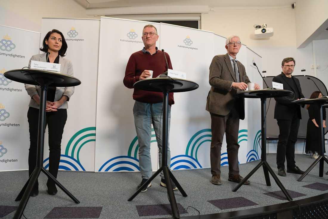 Taha Alexandersson på Socialstyrelsen, statsepidemiolog Anders Tegnell, Folkhälsomyndighetens generaldirektör Johan Carlson och Svante Werger på Myndigheten för samhällsskydd och beredskap (MSB).