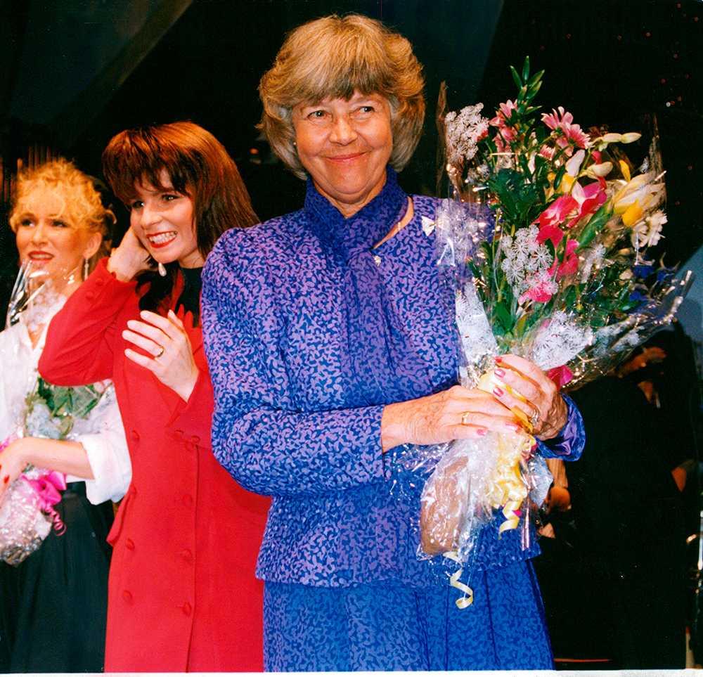 Alice Babs på Cancergalan 1991. Carola Häggkvist syns i bakgrunden.