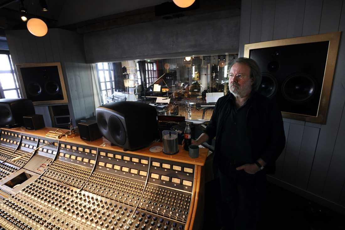 Benny Andersson i sin studio på Skeppsholmen i Stockholm.