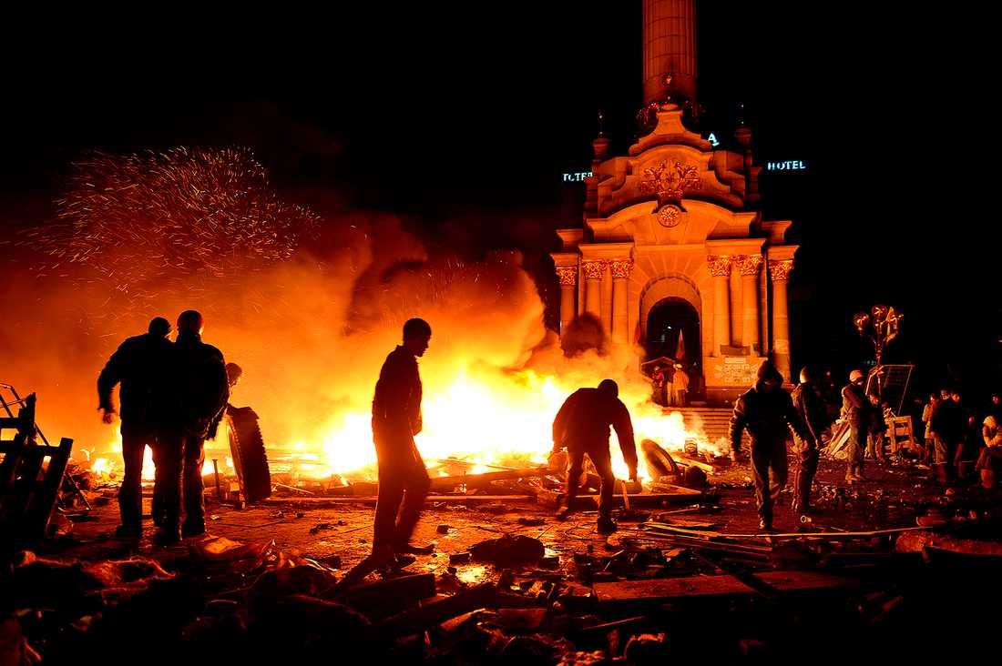 Stora bränder dominerar bilden på nätterna i KIev.