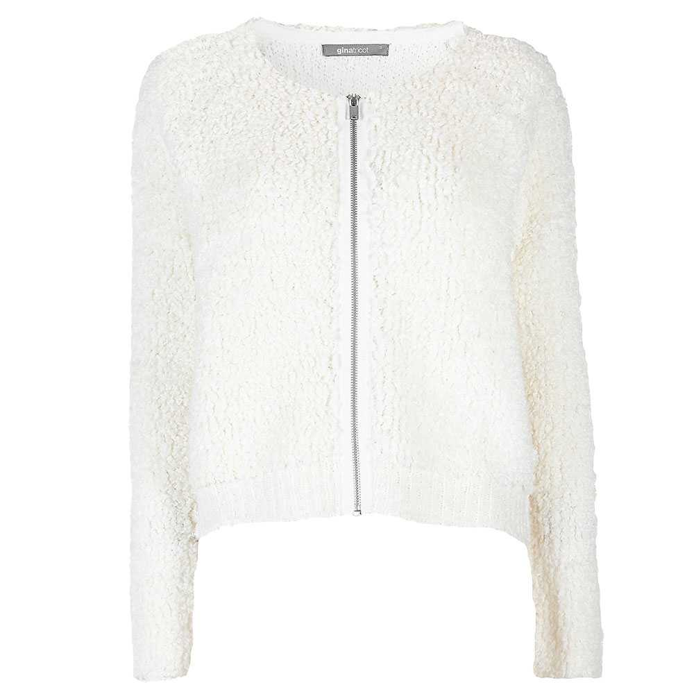 Mjuk som en björn En av säsongens största trender är lurviga tröjor och den här passar perfekt in i höstens garderob. Dragkedjan gör den lite mer  dressad. 399 kronor, Gina Tricot.