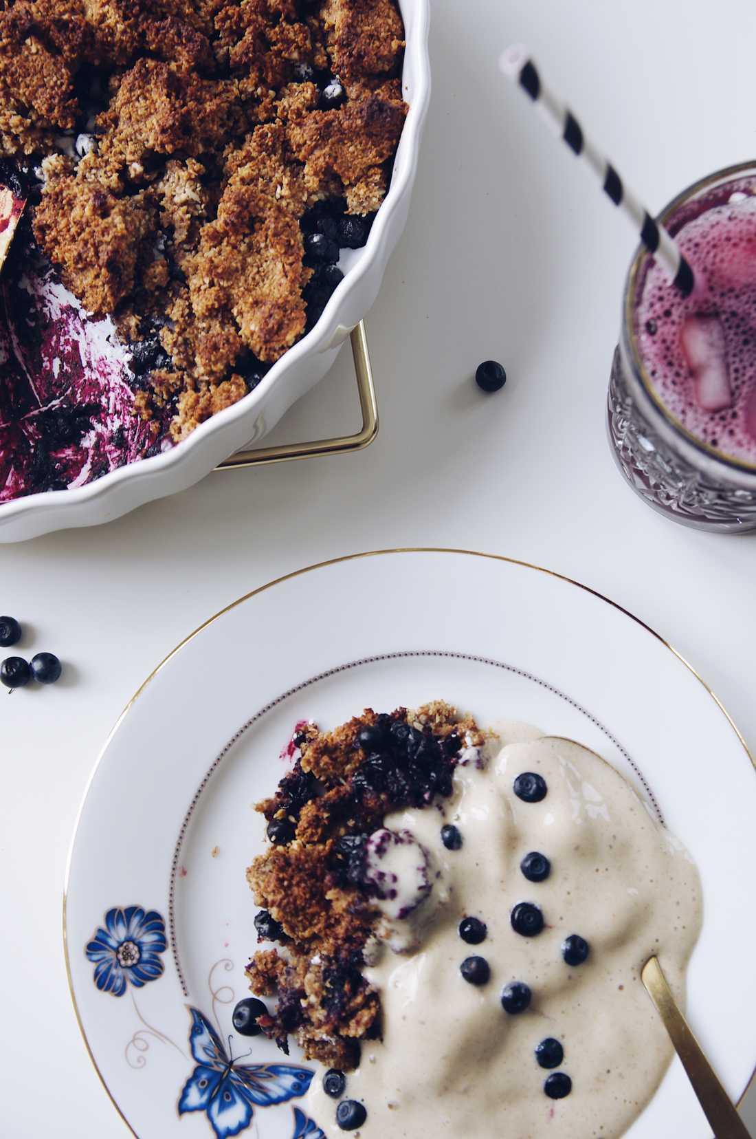 Nyttig frukostpaj med blåbär.