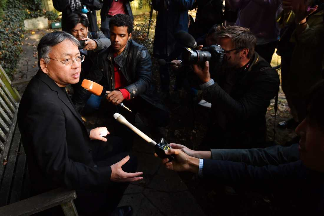 Kazuo Ishiguro när han mötte världspressen.