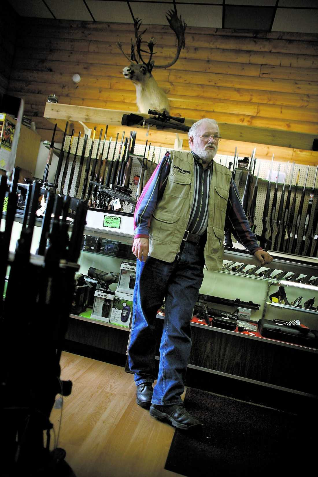 där Palin köper sina vapen.Svenskättlingen David Person jobbar i butiken