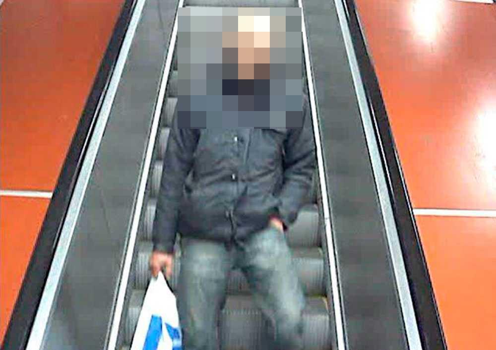 Mannen som misstänks för knuffen i tunnelbanan sitter häktad för försök till mord.
