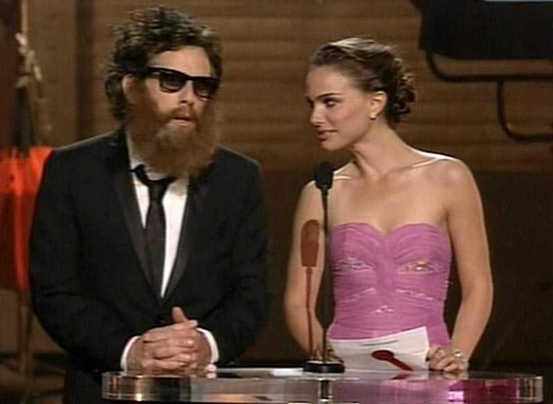 """Ben Stiller såg ut """"som att han jobbar i ett judiskt knarklabb"""", tyckte kollegan Natalie Portman. Stiller hade klätt ut sig till Joaquin Phoenix."""