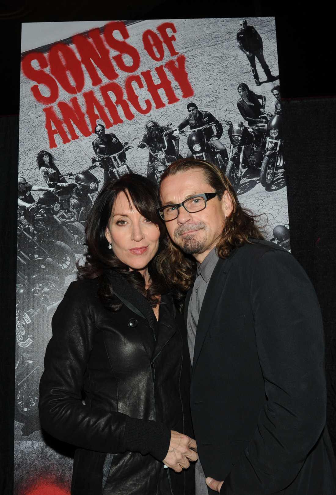 """Sutter skapade """"Sons of anarchy"""". Här tillsammans med huvudrollsinnehavaren Katey Sagal"""
