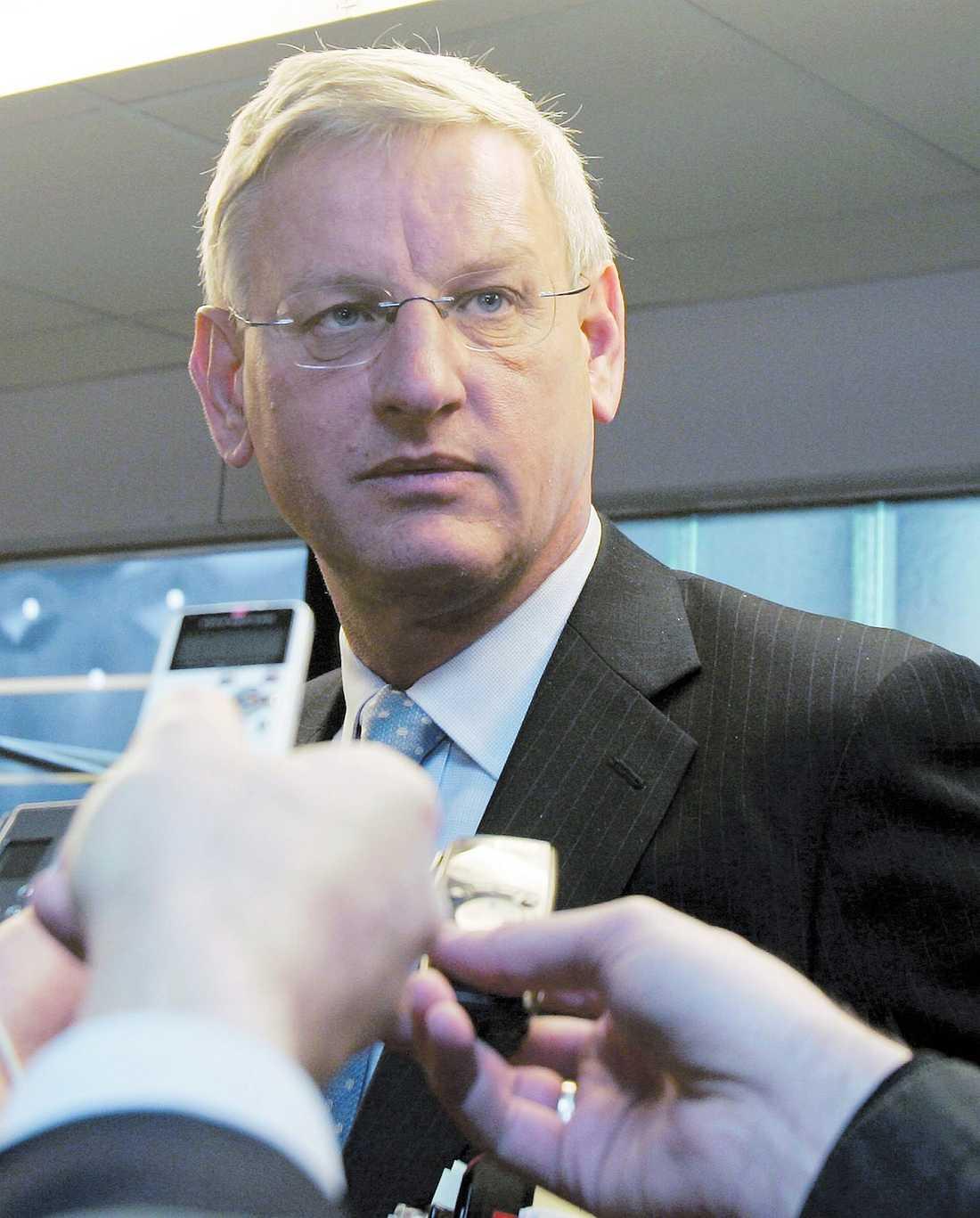 diplomatisk kris Carl Bildts planerade besök i Israel om tio dagar kan komma att ställas in om han inte tar ställning mot artikeln på Aftonbladets kultursidor i måndags. Det uppger israeliska tidningar.