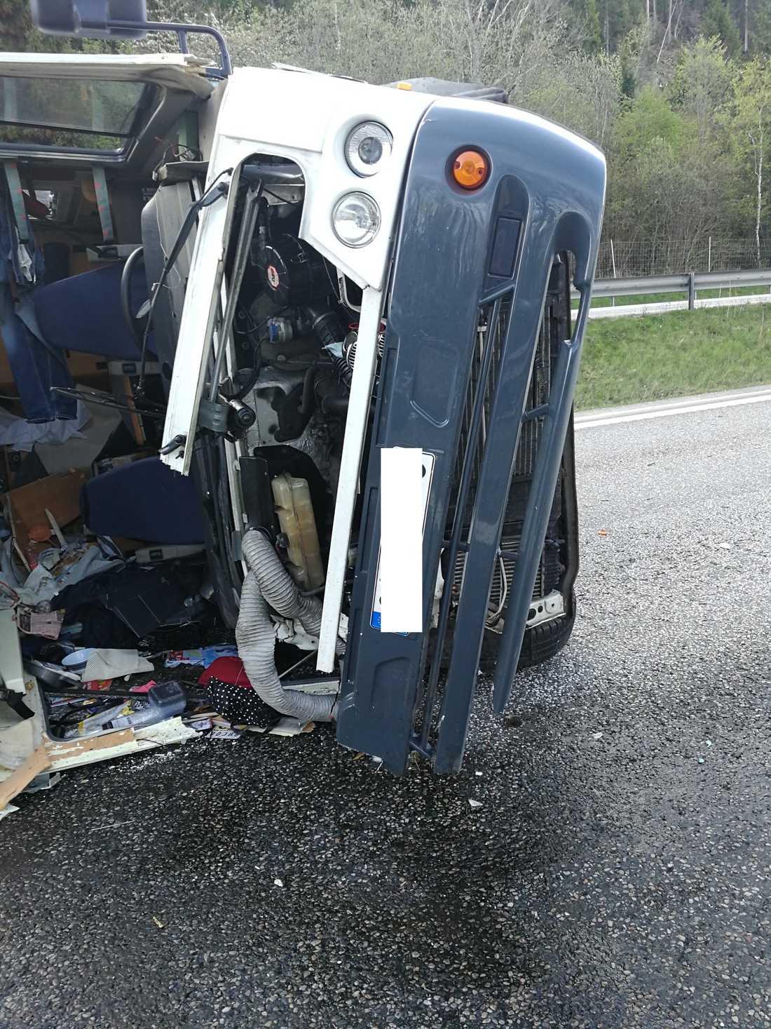 Husbilen totalförstördes.