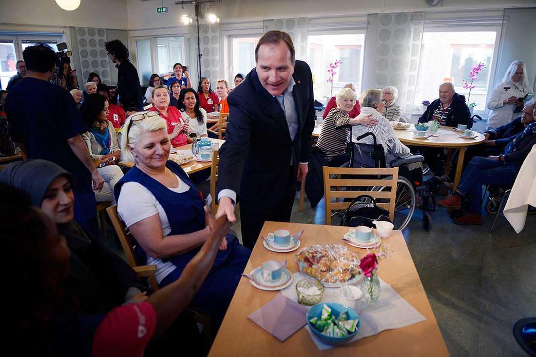 Stefan Löfven. på besök i Rågsved.