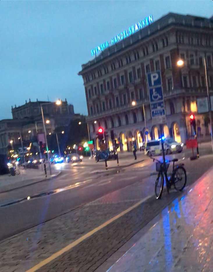 Familjen Obamas bilkortege genom Stockholm under natten mot torsdagen.
