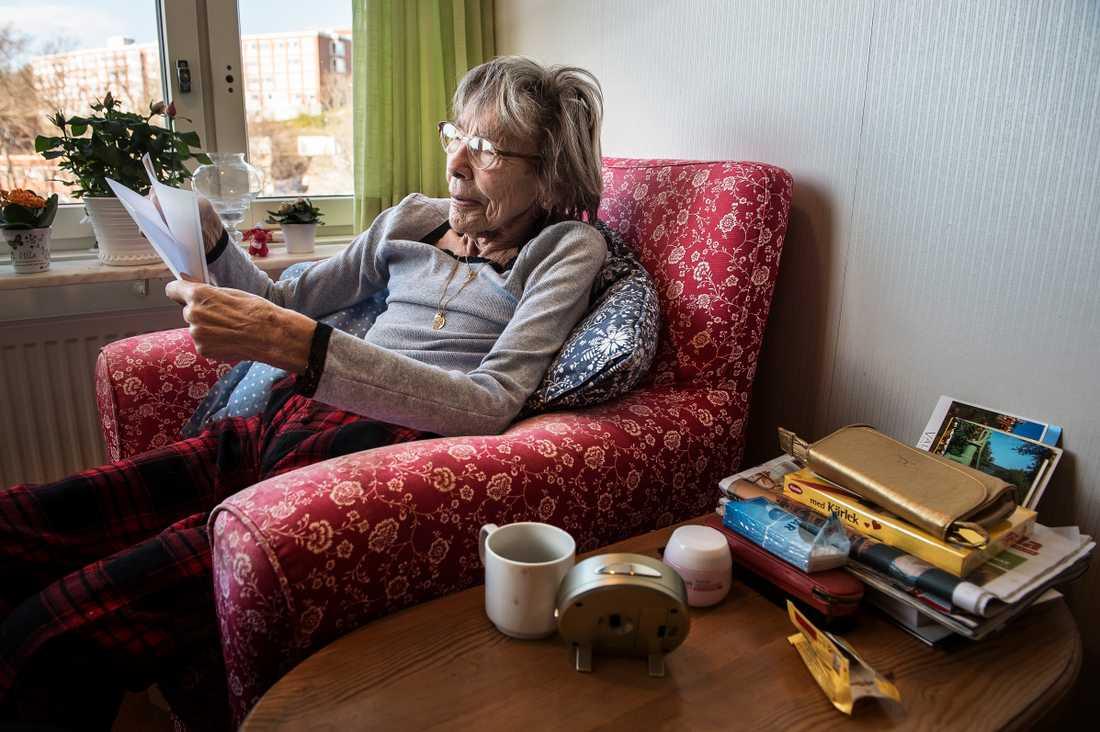 Ulla Strömbeck-Larsson vittnade om mystiska män med walkie-talkie utanför Olof Palmes bostad timmar innan mordet. Nu tycker hon sig känna igen Arlandamannen. – Det är något med honom, säger hon.
