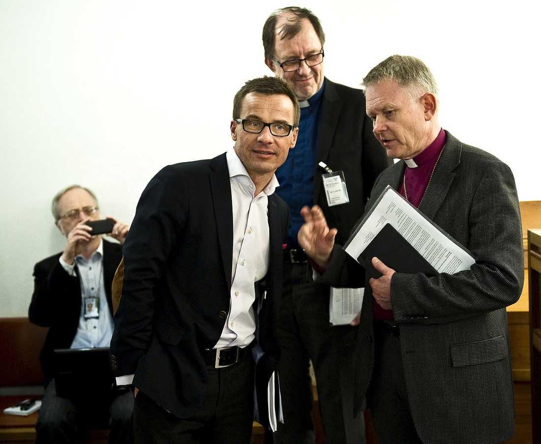 """Ärkebiskop Anders Wejryd, till höger, träffade i går socialförsäkringsminister Ulf Kristersson (M). Med orden """"det är bråttom"""" inledde han protesten Sveriges Kristna Råd riktar mot regeringens sjukförsäkringsreform."""