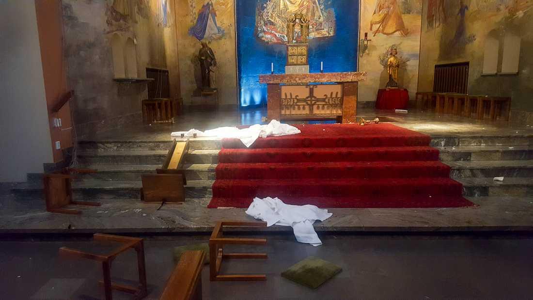 – Det finns några saker som tyder på att det finns en ilska riktad mot oss. Det var framför allt man slitit bort allt som fanns på altaret, säger kyrkoherde Tobias Unnerstål.