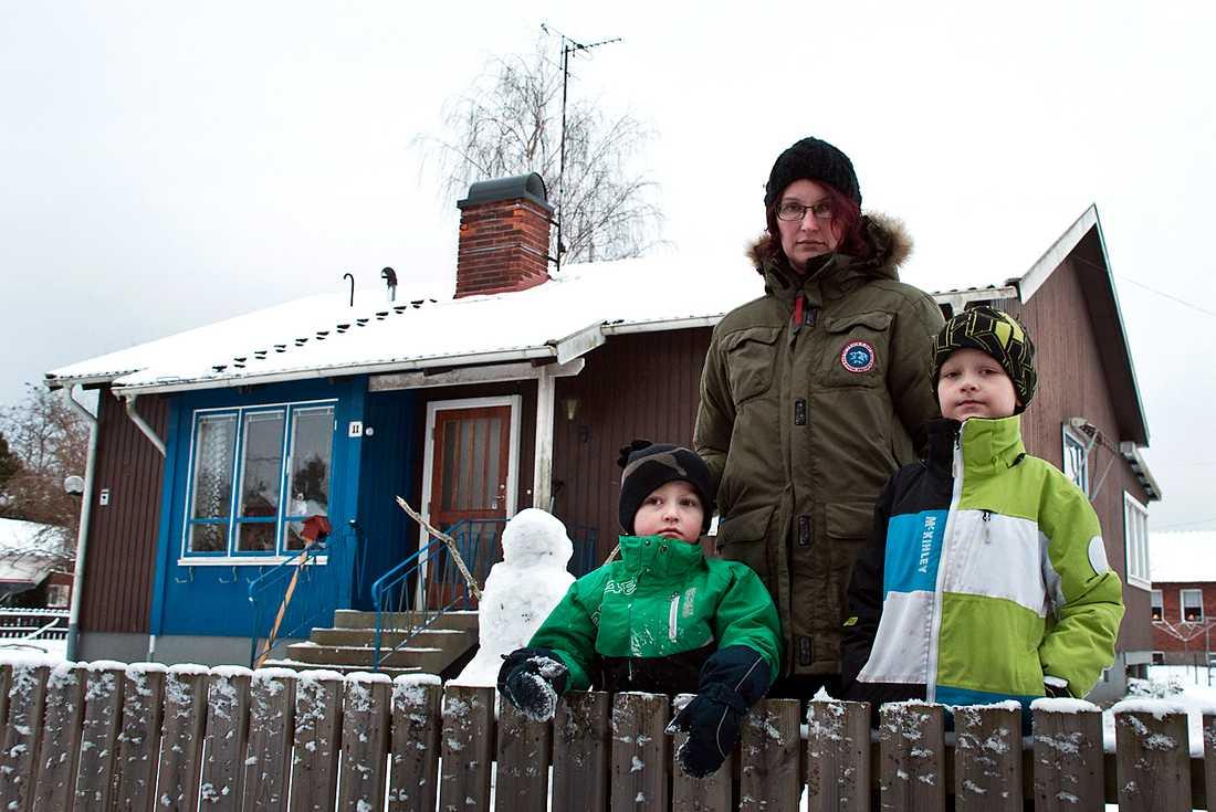 Rebecca Elmqvist med barnen Alvin, 4 år, och Vilmer, 7 år.