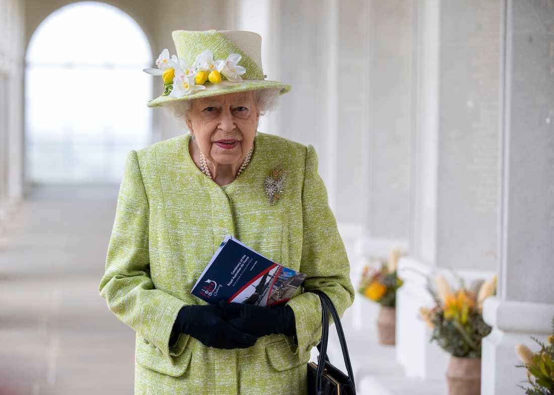 Drottning Elizabeth II kommer på grund av rådande coronarestriktioner sitta ensam under sin makes begravning. Arkivbild.