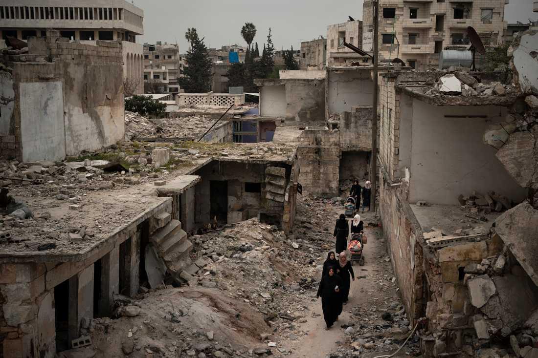 Stora delar av Syrien ligger i spillror efter åratal av krig. Bilden är tagen i staden Idlib den 12 mars. Hjälporganisationer och experter oroar sig över landets förmåga att hantera coronaviruset.