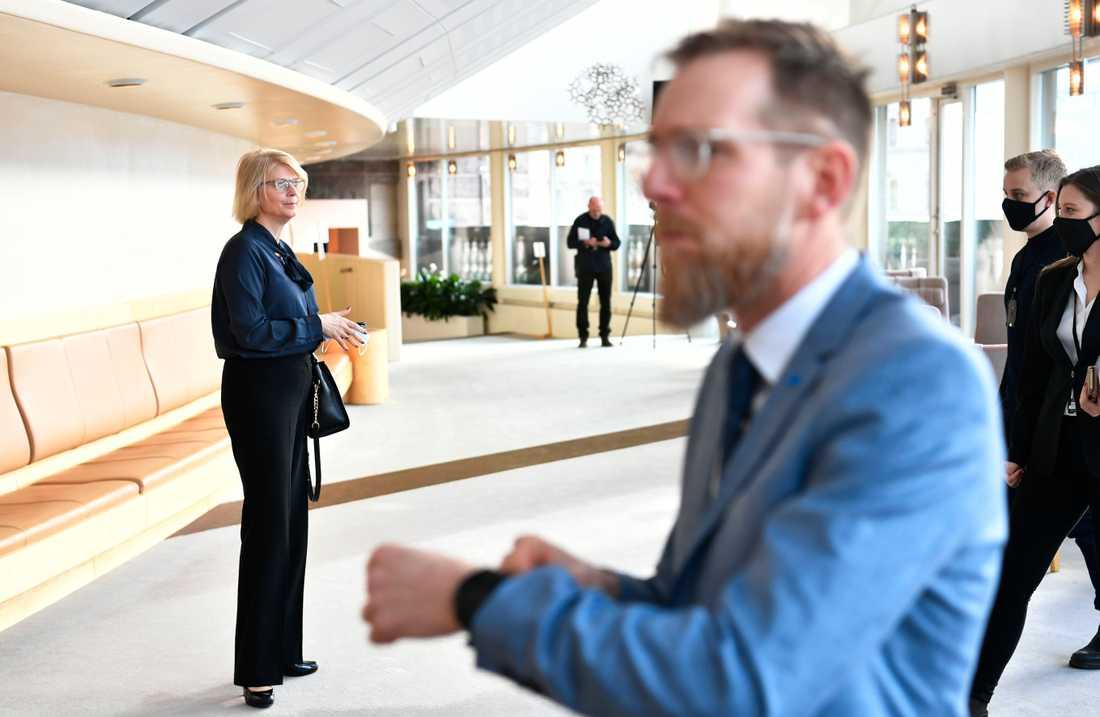 De ekonomisk-politisk talespersonerna Elisabeth Svantesson (M) och Jakob Forssmed (KD).