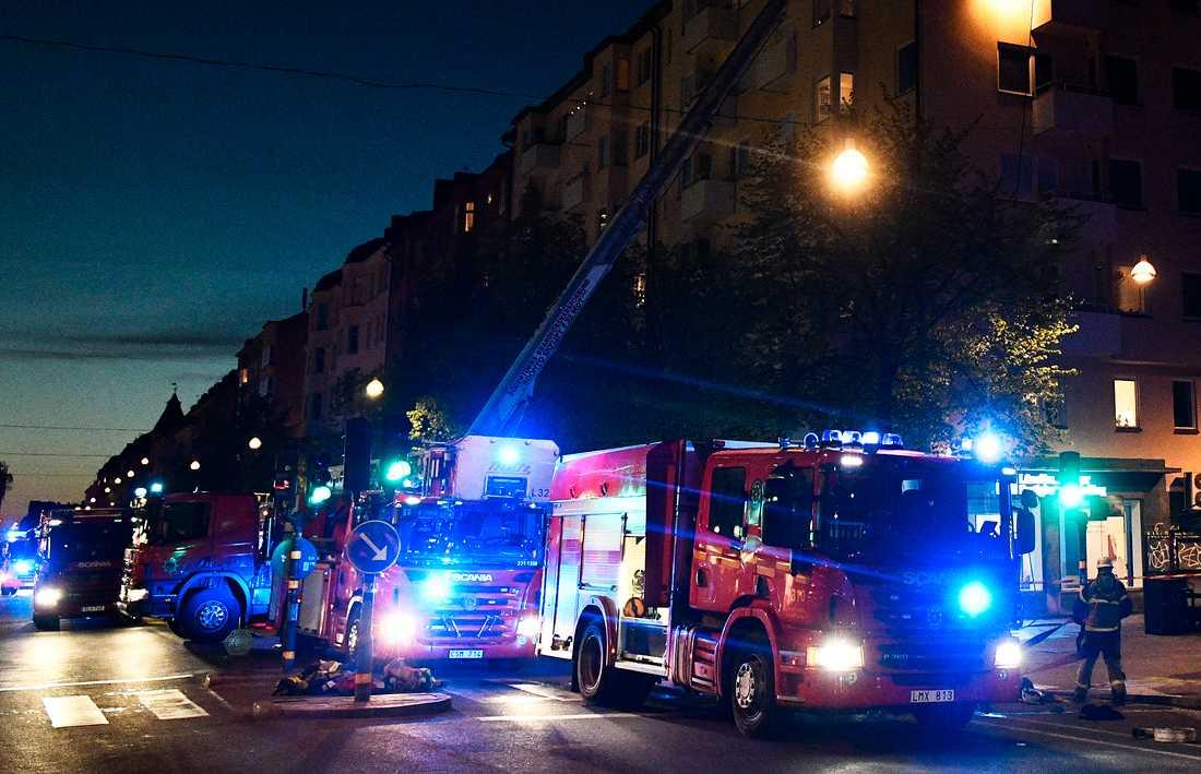 Räddningstjänsten räknar med att vara klar vid ettiden natten mot torsdag, enligt TT.