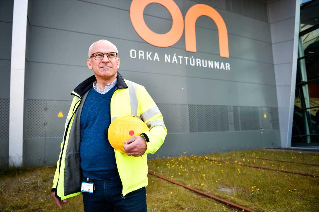 Eirikur Hjalmarsson, kommunikationschef vid energibolaget Orkuveita Reykjav kur som driver de geotermiska kraftverken vid Hellisheidi.