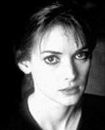 I december 2001 togs Winona Ryder på bar gärning i en exklusiv butik i Beverly Hills när hon stal juveler och andra varor till ett värde av 50 000 kronor. Hon fälldes för grov stöld. Staffet blev tre års övervakning, böter, samhällstjänstgöring, tvångsavvänjning och psykologisk undersökning.