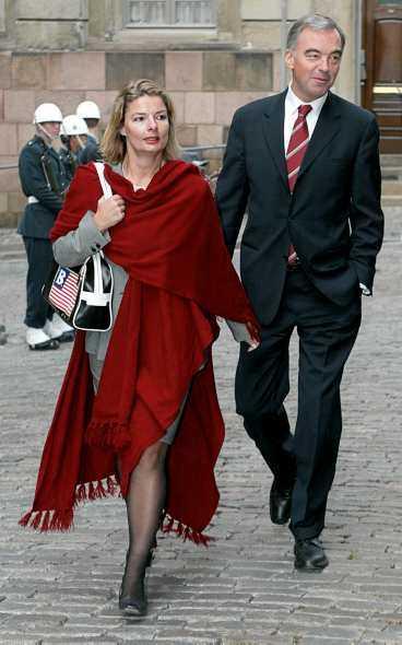 SKILSMÄSSA Folkpartiledaren Lars Leijonborg och Lotta Edholm, 39, ska skilja sig efter tolv år.