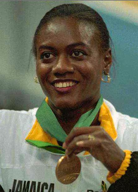 Ottey tog guld på 60 meter i inomhus-VM i Stuttgart 1995.