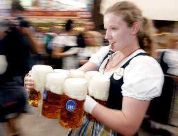 EN STOR STARK TACK! Festen började i lördags och bara under öppningshelgen dracks 560 000 liter öl.