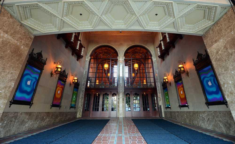 California Theatre i San José ligger nära Apples huvudkontor i Cupertino. Det är första gången sedan 2005 som företaget har en stor presentation här.