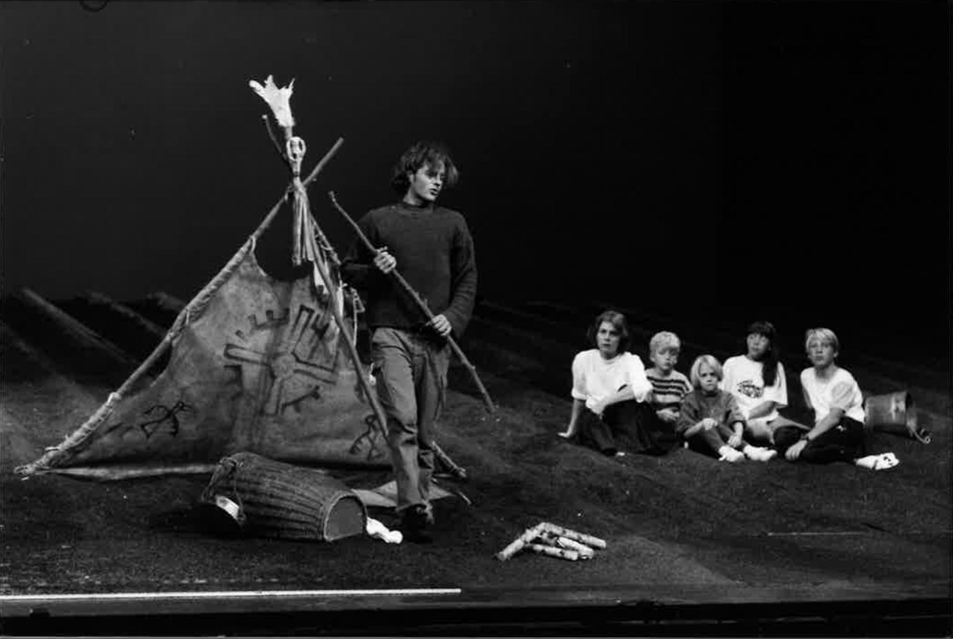 """Bild från repetitionen av scenen där Peter Jöback sjunger """"Guldet blev till sand"""" som karaktären Robert."""