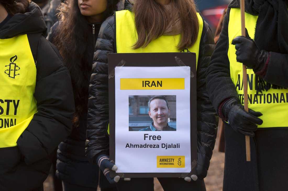 Demonstration utanför Irans ambassad på Lidingö för den fängslade KI-forskaren Ahmedreza Djalali. Arkivbild.