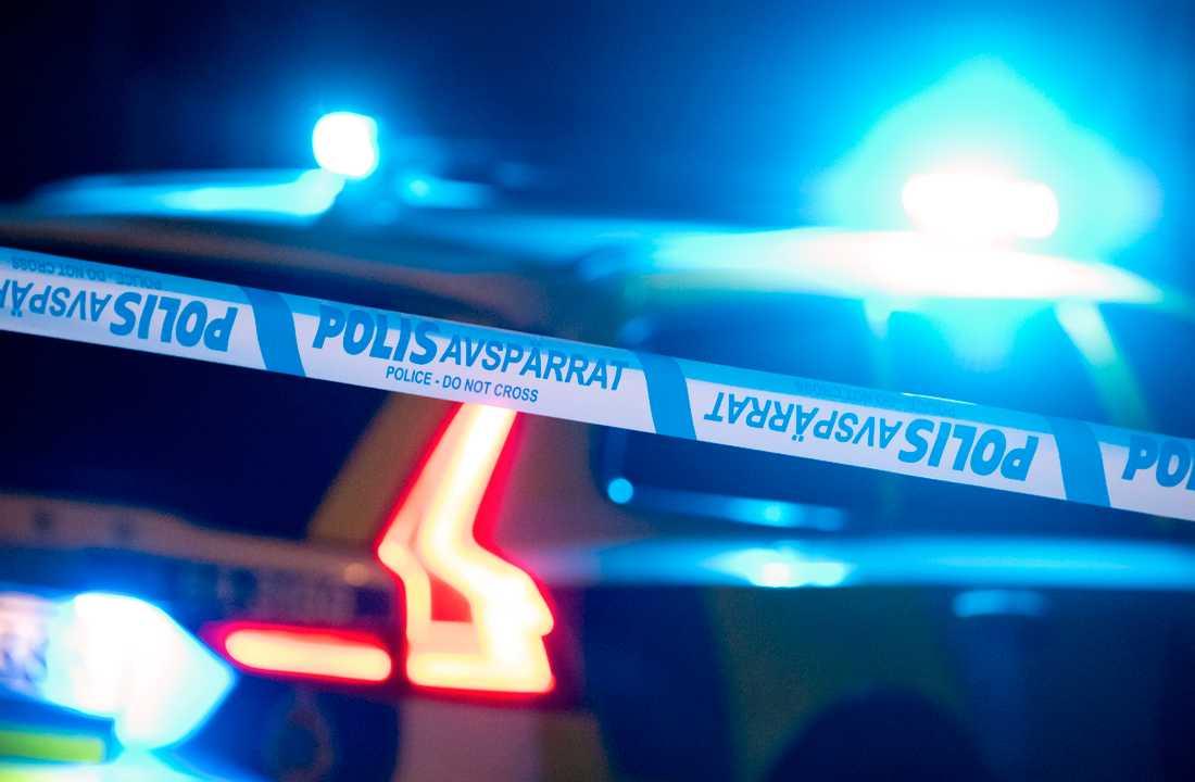 Polis spärrade av ett område och genomförde en teknisk undersökning under natten. Arkivbild.