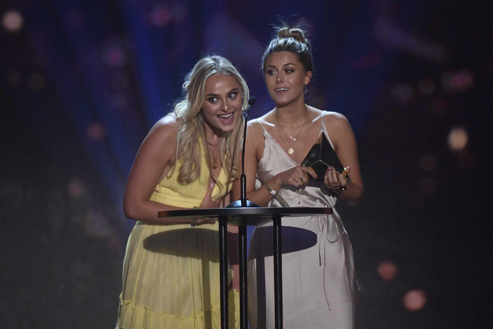 Alice Stenlöf och Bianca Ingrosso vinner Årets podcast på Guldtubengala på Annexet i Stockholm 2018.