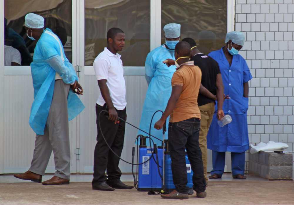 Sjukhuspersonal i Conakry i Guine i mars i år.