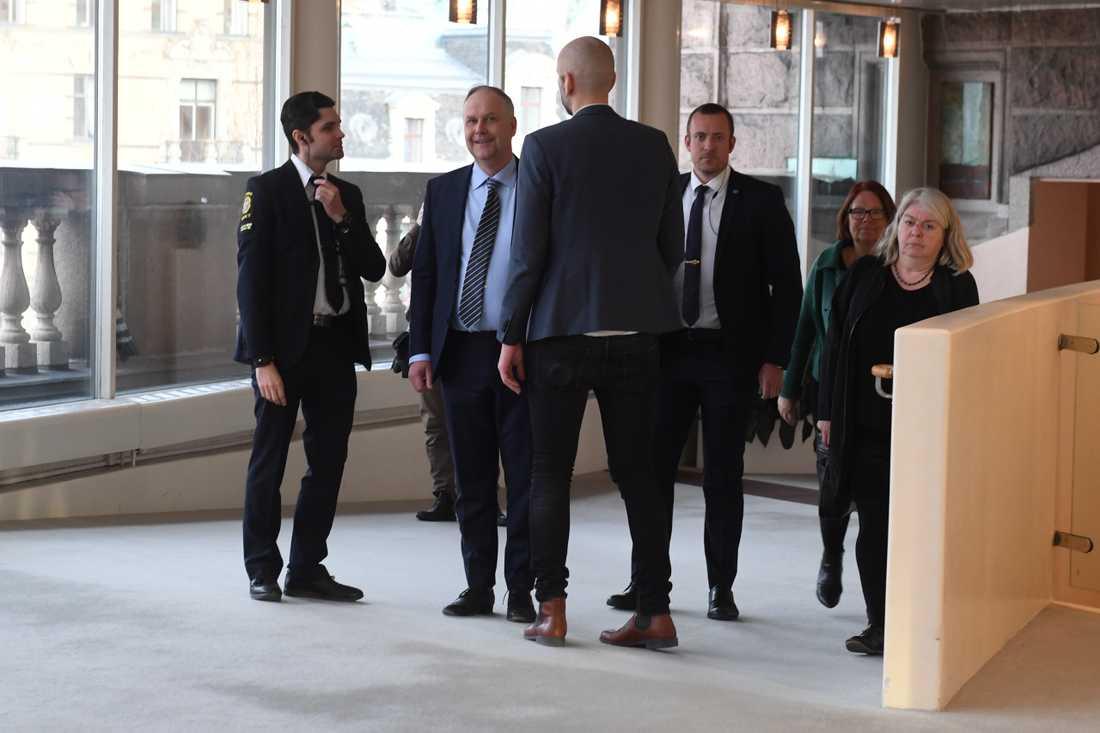 Vänsterpartiets partiledare Jonas Sjöstedt utanför riksdagens presscenter.