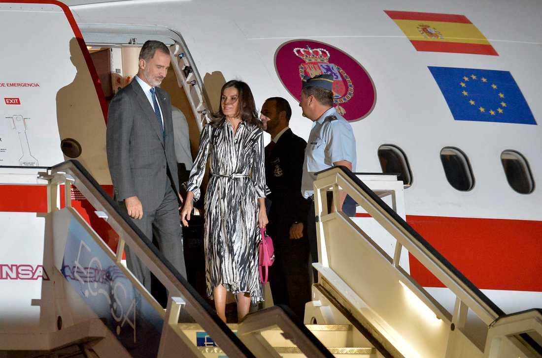 Spaniens kung Felipe VI och drottning Letizia anländer till José Martí-flygplatsen i Havanna på måndagskvällen.