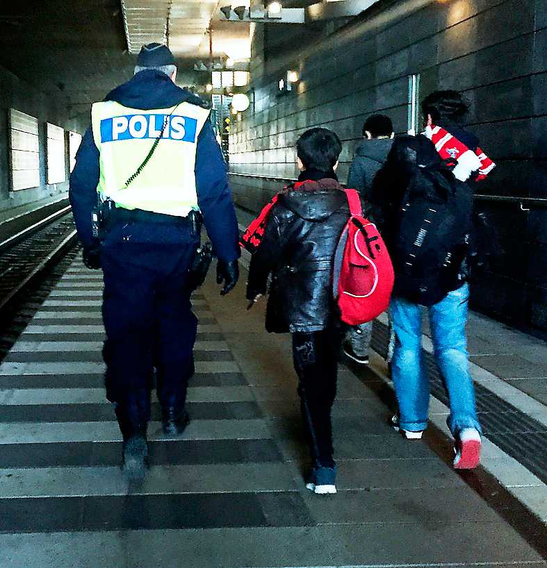 Ensamkommande flyktingbarn anländer till Malmö. Foto: TT