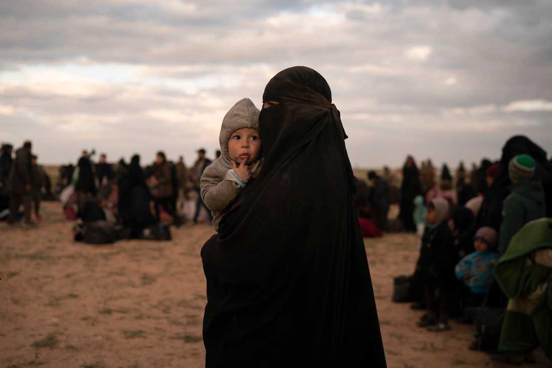 De senaste veckorna har många anhängare till IS evakuerats från terrororganisationens sista fäste Baghouz. Arkivbild.