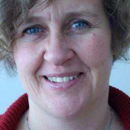 Anna Lindenfors, landchef för internationella Rädda Barnen i Filippinerna