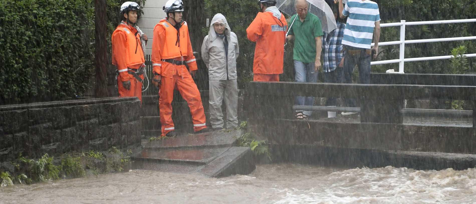Tiotals befaras döda i översvämningar i Japan